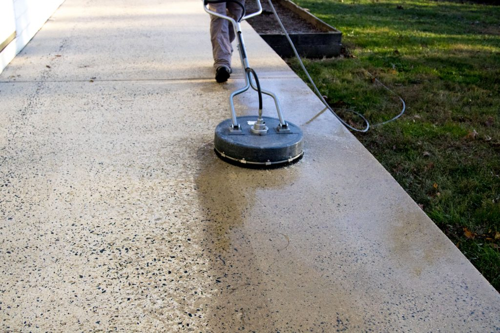 SURFACE WASHING | CLEANING CONCRETE PATIO